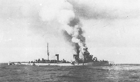 The R.N. Colleoni dead in the water without its bow.</br>