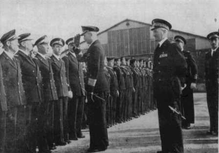 Adm. Donitz saluting the Italian crews. Standing on the right is Adm. Parona.<br/>